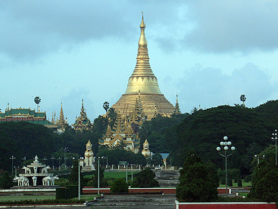Shwedagon Pagoda photo image