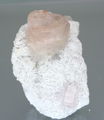 Morganite on Clevelandite photo image