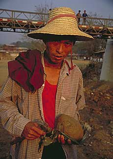 Richard Hughes, Hpakan miner, jade, Burma jade, Hpakan, jadeite mining, nephrite, maw-sit-sit, Burmese jade